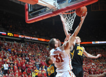 Georges Niang reverse layup vs. Iowa
