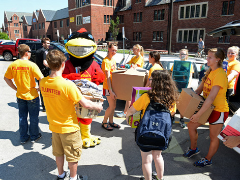 Cy and Move-in Crew members