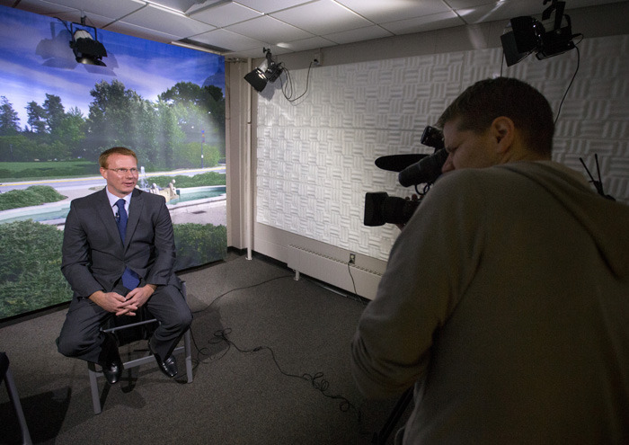 Dave Andersen is interviewed in the ISU broadcast studio.