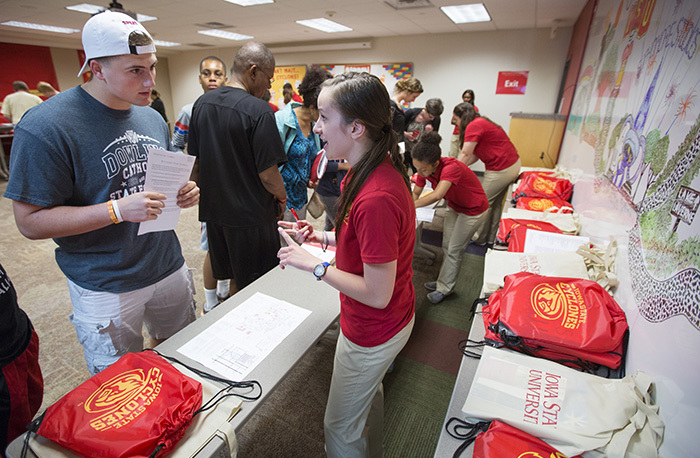 Cyclone Aide student shares information with an orientation stud