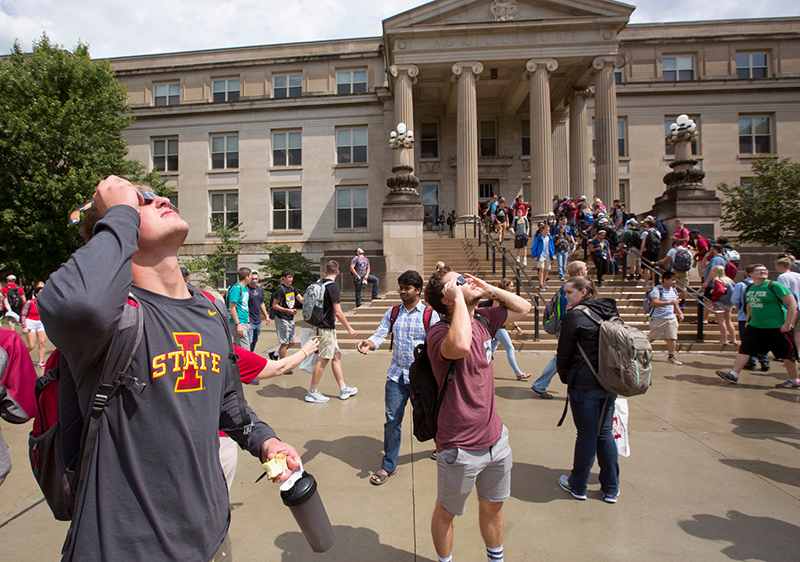 Students peek at solar eclipse in front of Curtiss Hall