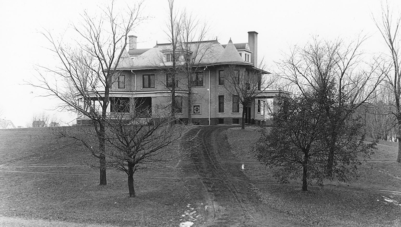 Black and white image of the Knoll in 1901