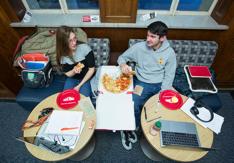 Nicole Johnson (left) and Ryan Walker share a pizza in the libra